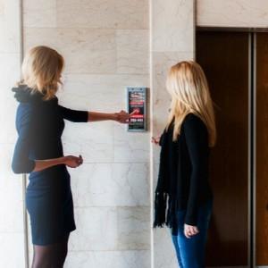 franshiza-reklama-na-knopke-vyzova-lifta.jpg